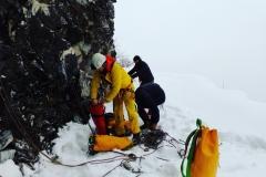 Preparazione all'ingresso in grotta